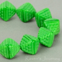 Double Pyramid (12x10mm) Green Silk